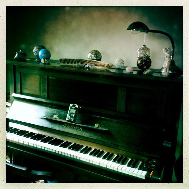 clodagh_piano_liles